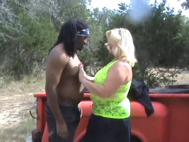 GRANNY SLUT FUCKS BLACK MAN_480p