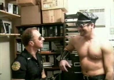 Bodybuilder Cops Blowjob