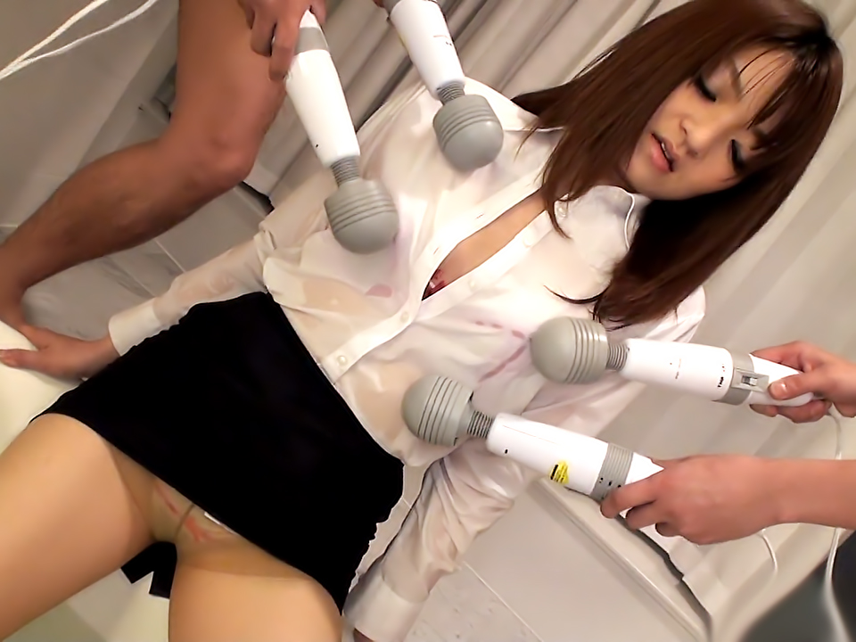 Office cutie Kimoko Tsuji gets her twat stimulated