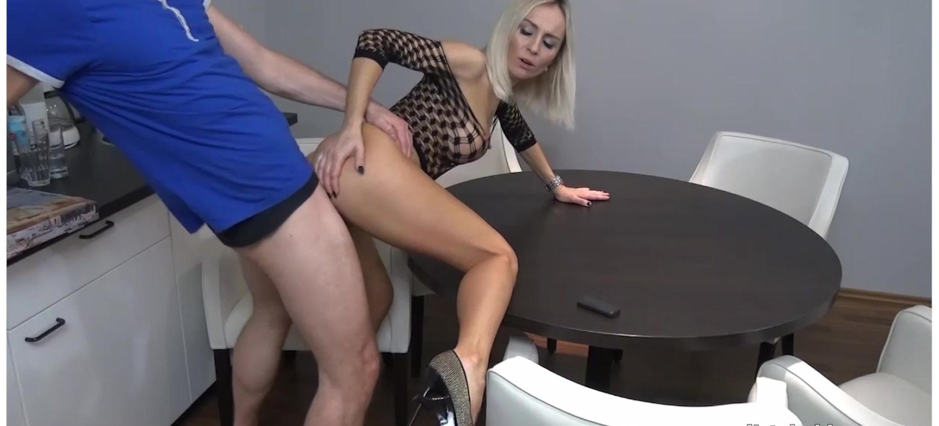 My Dirty Hobby - Alexa Mac laesst sich in der Kueche rannehmen