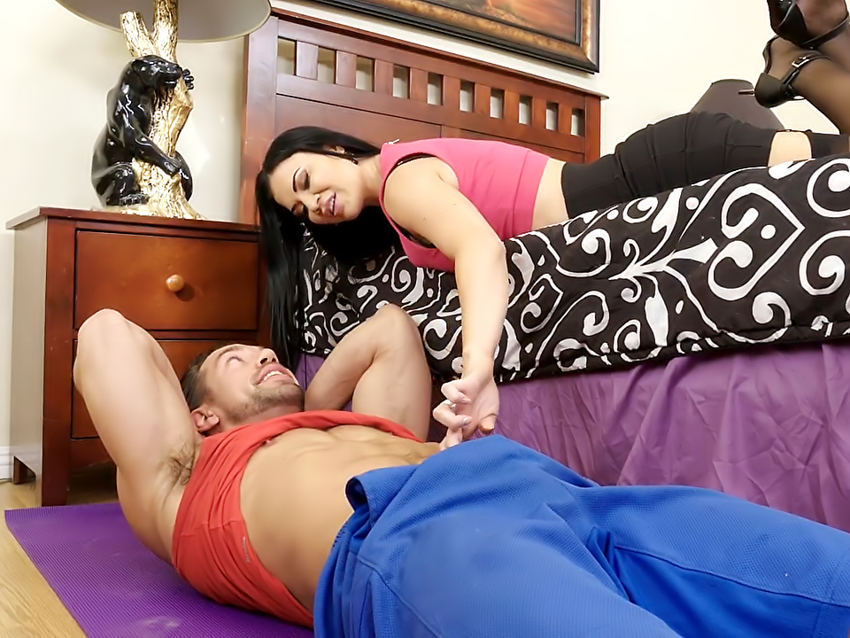 Unbelievably Hot MILF Jasmine Jae Takes a Pounding!