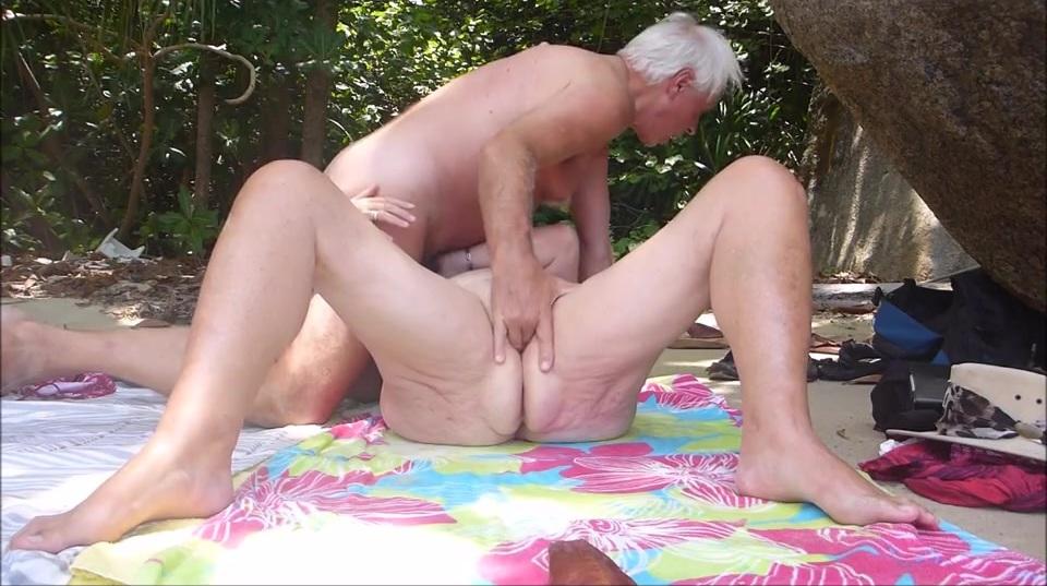 Секс со зрелой сучкой