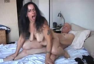 Секс со зрелой Nina с обвисшей грудью