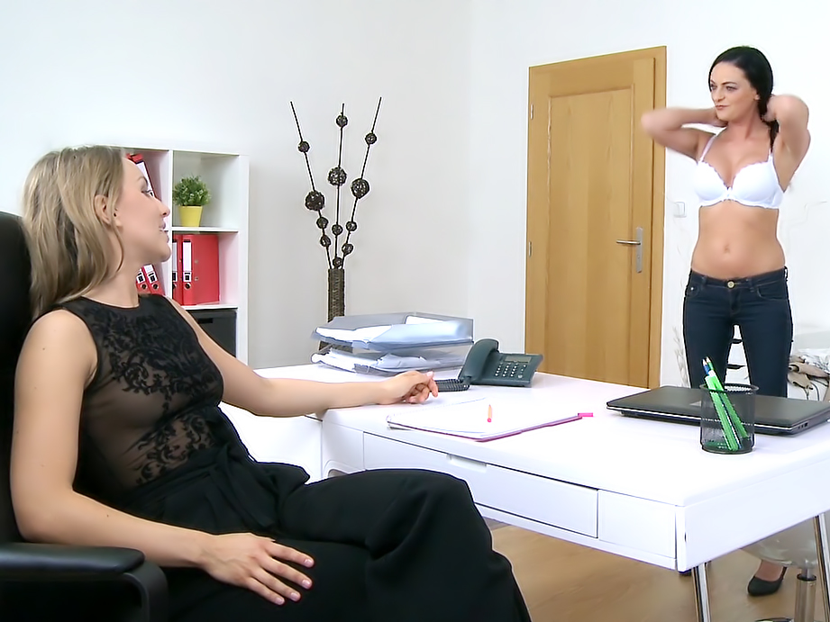 Hot Babe's First Lesbian Experience