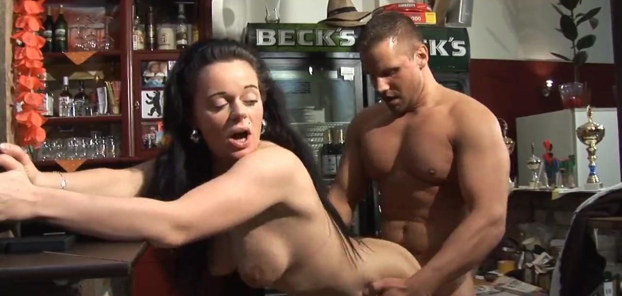 Vom Mann hinter der Bar vernascht