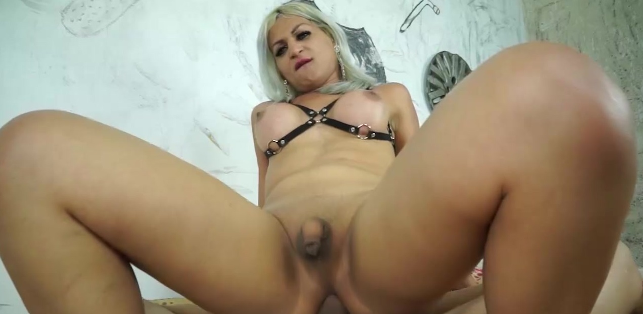 Pamela Lenvisk - Cum Lips, Face Piss and Sticky Bareback
