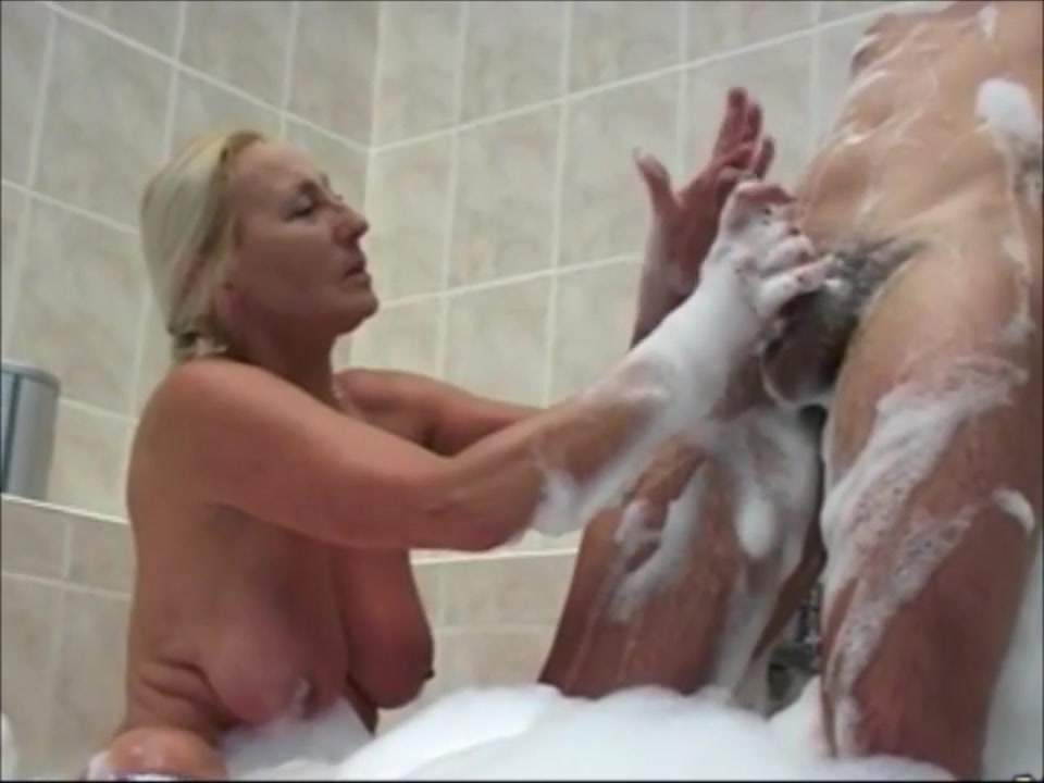 NICE WOMEN IN THE BATH 3_720p