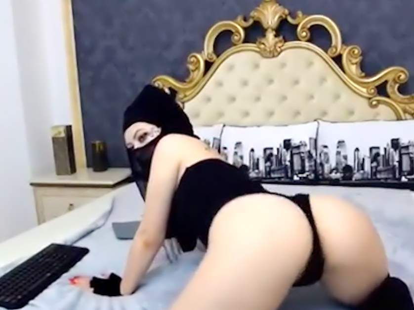 Naughty Arab camchick twerking on her bed