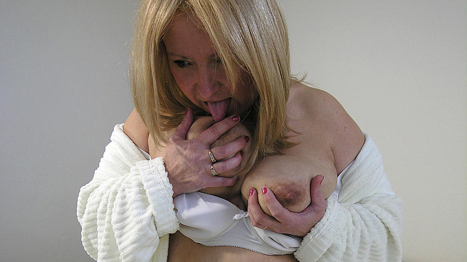 When she's alone, this mature slut loves to play with toys
