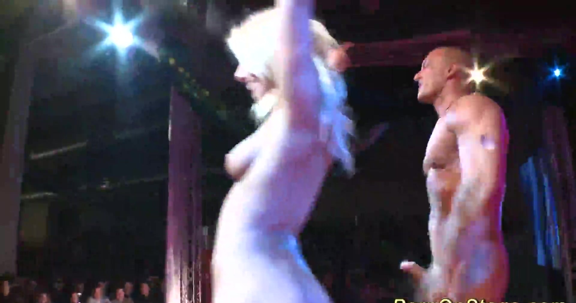groupsex on public show stage