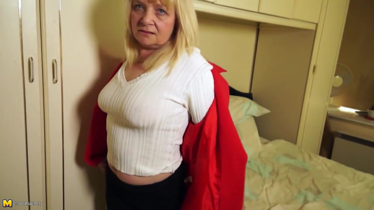 Petite grandma first time on