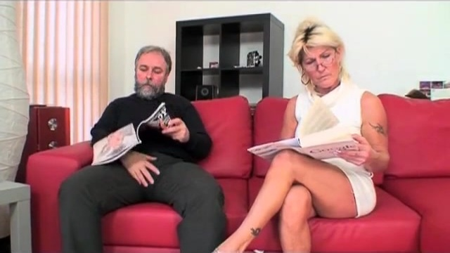 Hairy mom squirts_480p