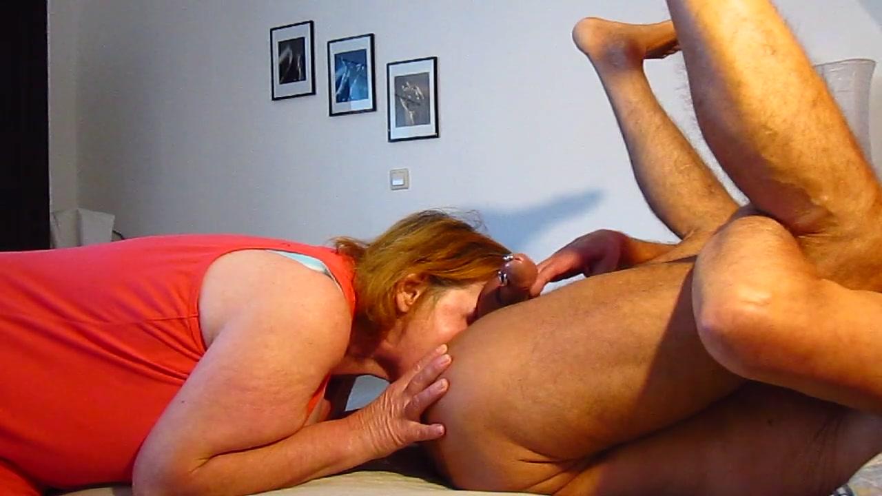 Sau Tina Zunge tief in Arsch saugt gepiercte Penis leer aus_720p