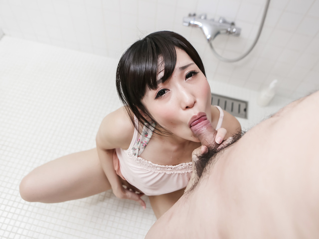 Brunette babe, Tsukushi, kneels to suck and swallow
