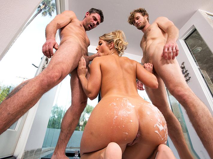 Huge Tits Bubble Butt Lesbian