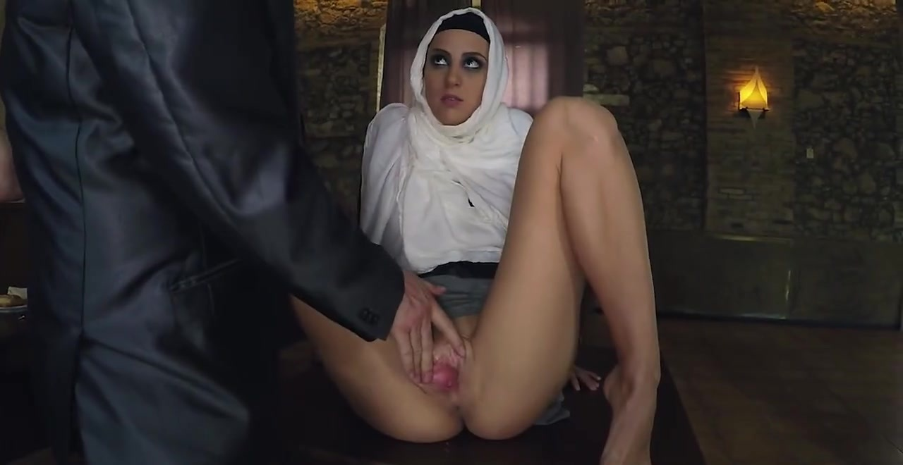▷ slim arab babe gets fingered before having sex with guy in suit