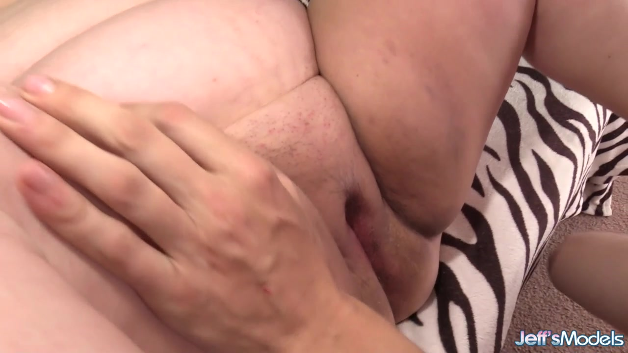 Fatty Valhalla Lee jacks and takes cock