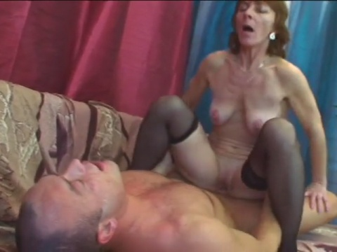 Excellent old bitch is having fun with herself before pussy wrecking