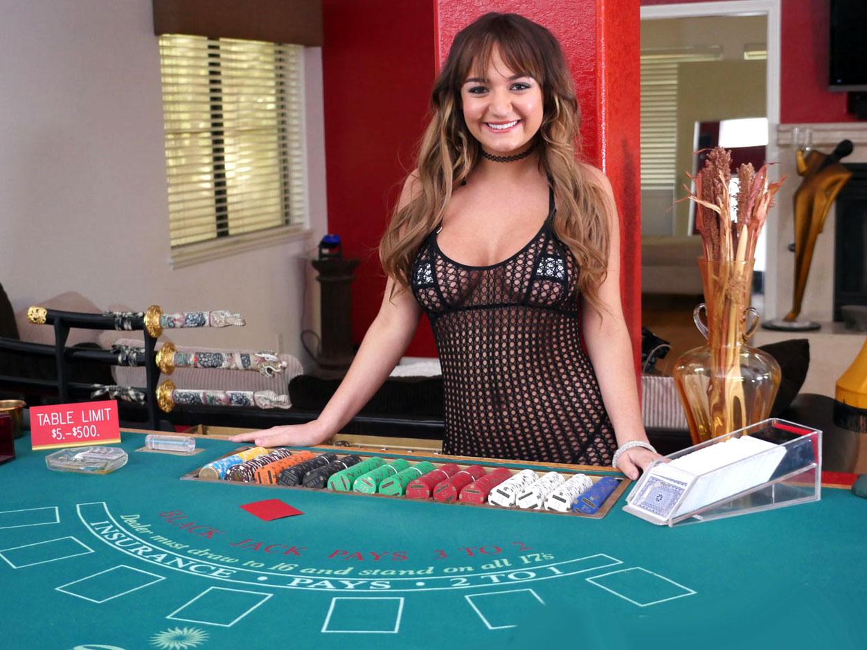 Смотреть порно  секс в казино