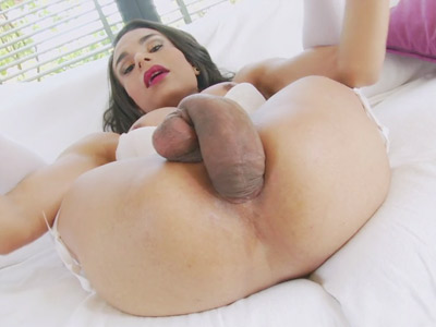 Shemale Melissa Pozzi puts her own massive dick in her ass