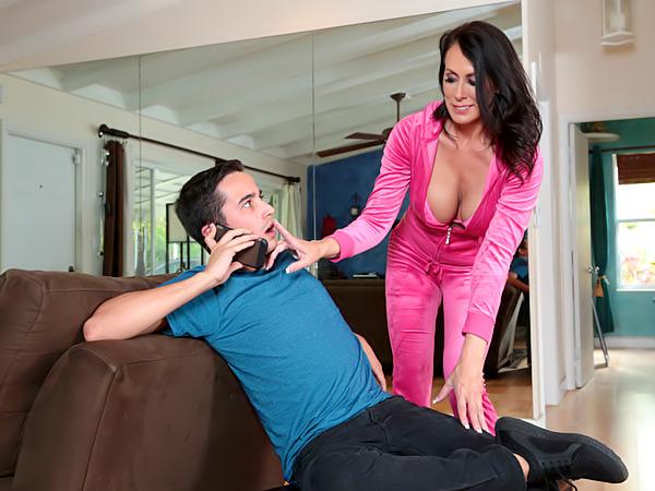 MILF porno m chatte rose gros seins