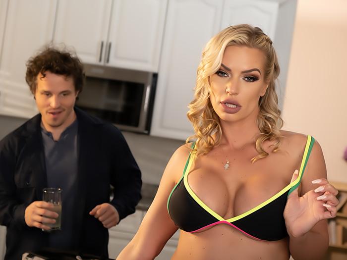 Big tit blonde Rachael Cavalli fucks the repairman after lemonade