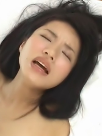 Momo Junna Asian babe is a genuine anal virgin