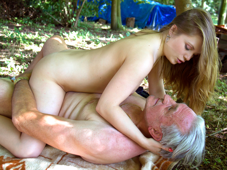 Old Man Having Sex With A Mom 66