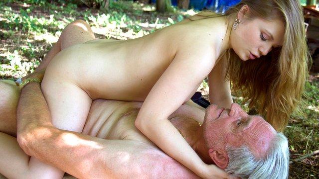 Maturewomen who love sex