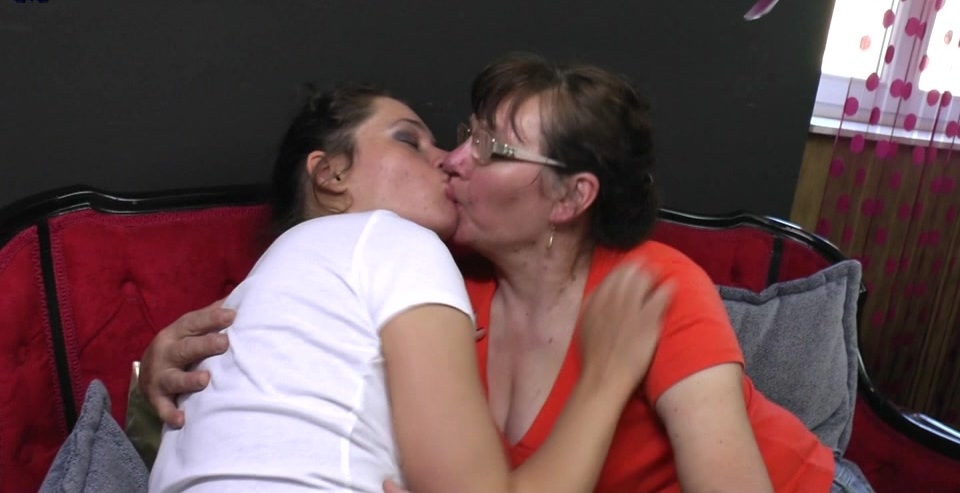 Two hairy old and young lesbians have fun with pee
