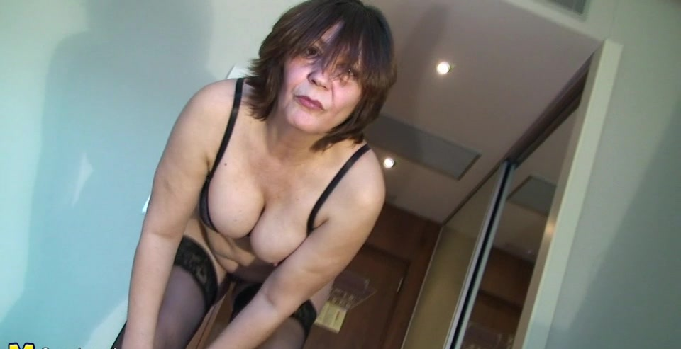 This mature slut loves to play and pee