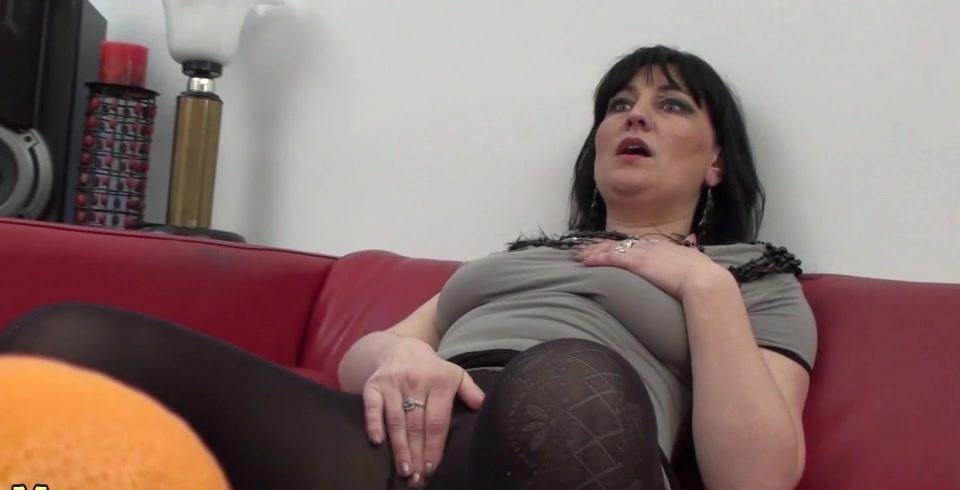 Horny Mature Slut Masturbating On A Couch Porno Movies