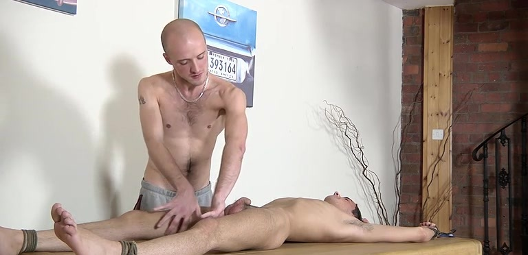 Olie Jay gets serviced and pissed on by Kieron Knight