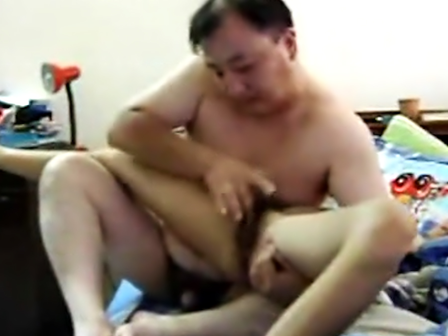Skinny Filipina with Chinese guy