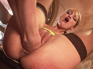 hot stepmom needs deep pussy fisting
