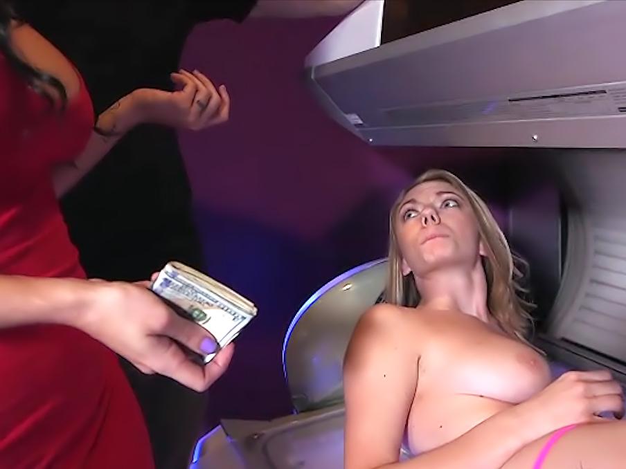 MoneyTalks - Blonde beauty