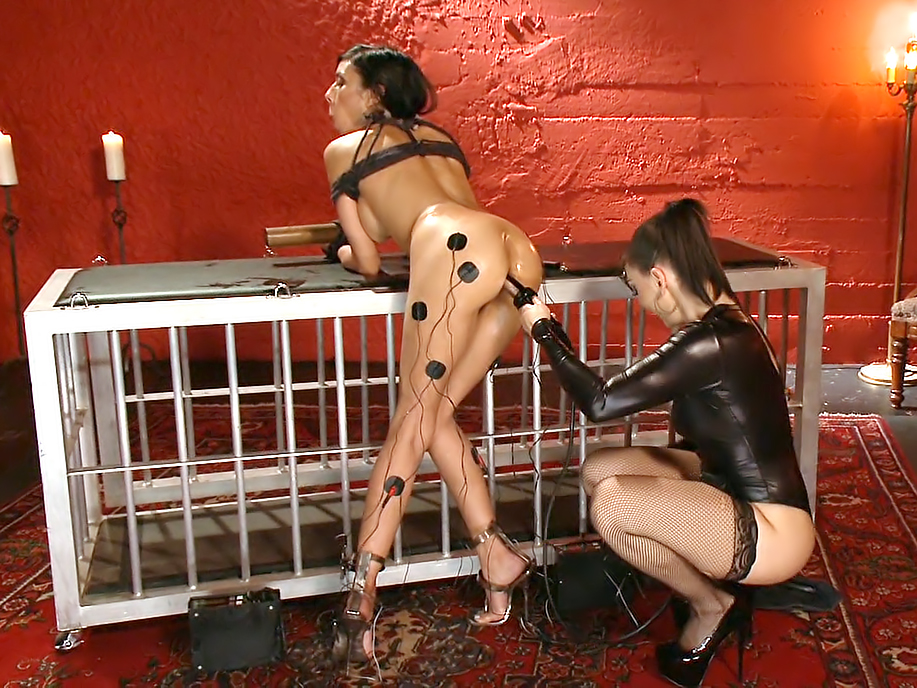The Electro Slave Baretta James submits to Lea Lexis