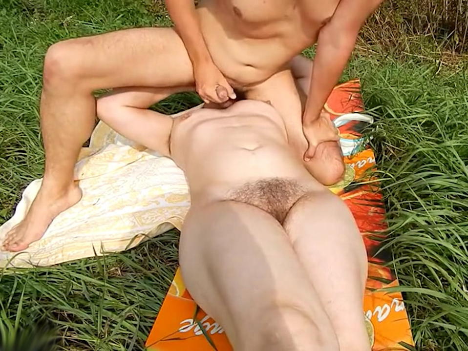 Outdoor oral pleasures