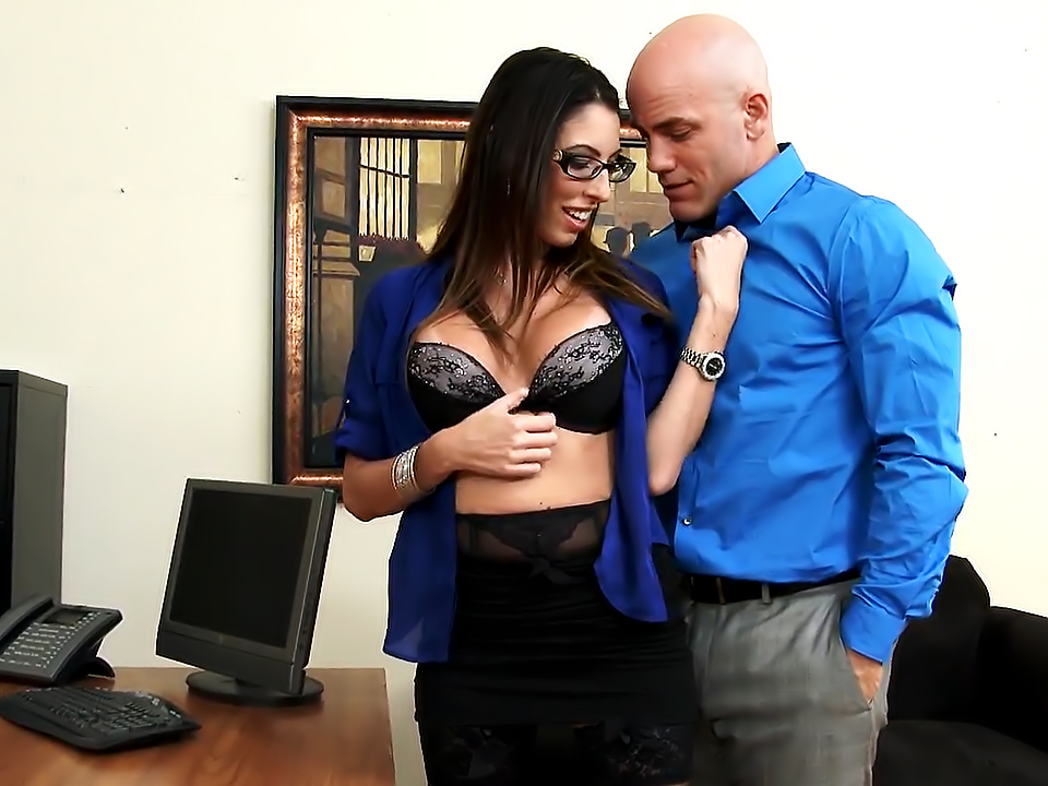 Sexy Dava Foxx Keeps Her Job By Fucking Her Boss!