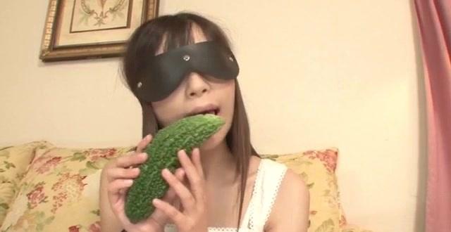 Shizuku obedient girl blows on huge dicks