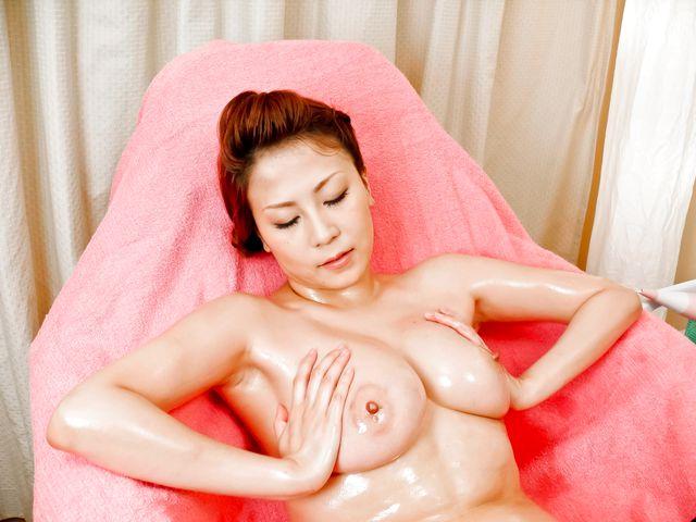 Yuki Aida enjoys pussy stimulation on cam