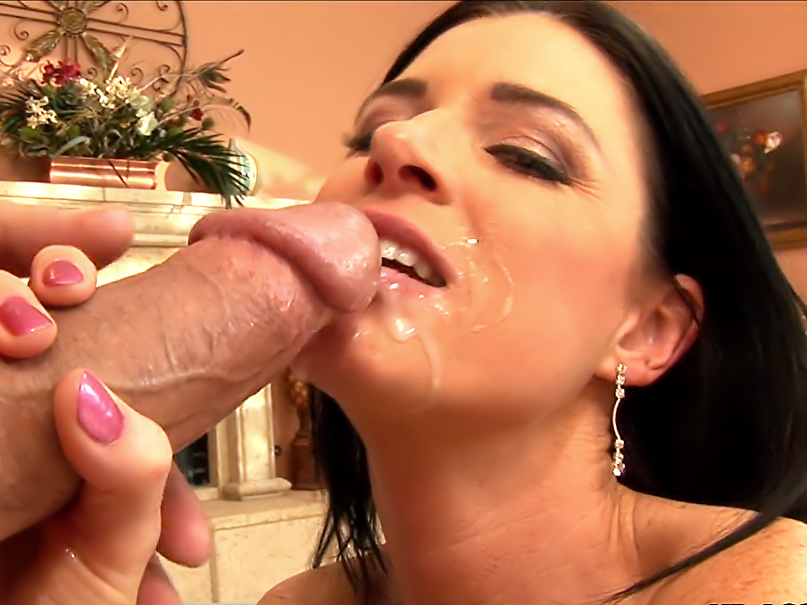 India Summer enjoying anal sex