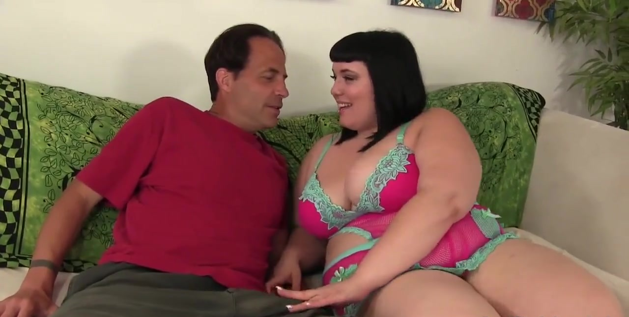 Chubby beauty Alexxxis Allure rides a stiff cock