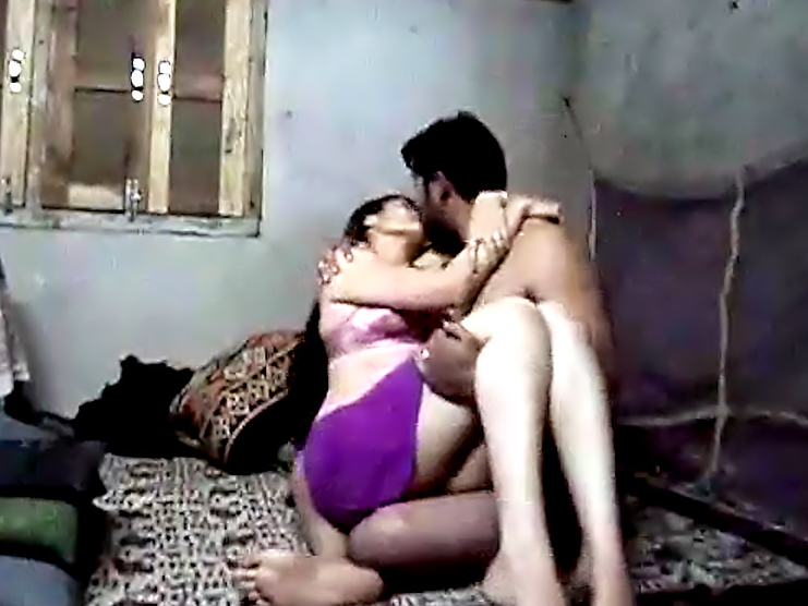 Индийские любовники занимаются сексом перед веб-камерой
