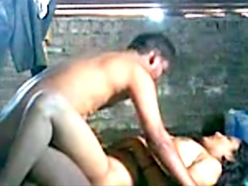 Домашний жесткий секс с возбужденной индинкой