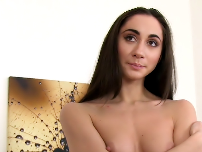 Hot Amateur wants to be a model