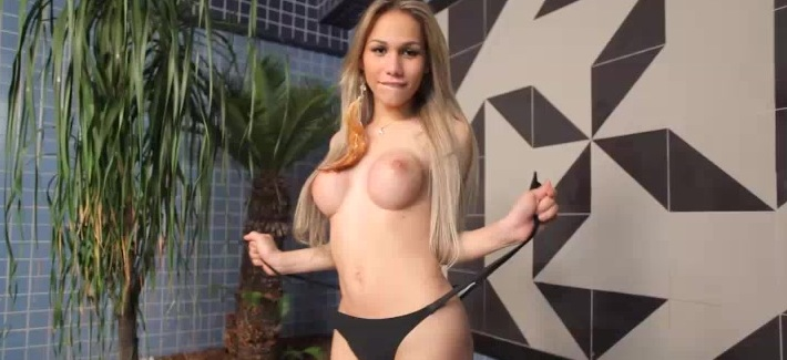 Watch the sexy Gabi Abelha play with her tranny ass and shecock!