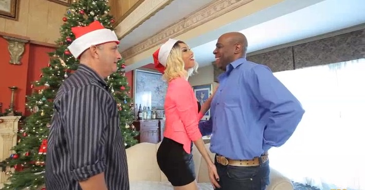 Beautiful Sunday Valentina gets a huge black cock for her tranny ass this Christmas!