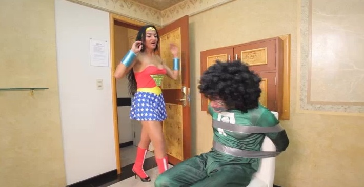 Super Ramon lays down some sausage on transsexual Michelly Cinturinha!