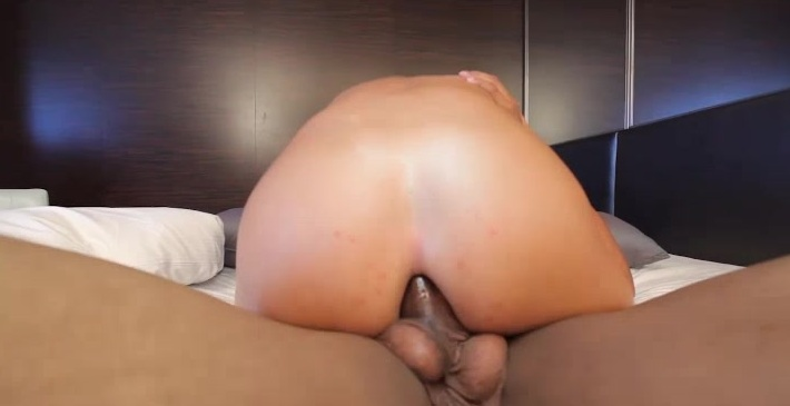 Hardcore tranny pounding action with Sienna Grace!